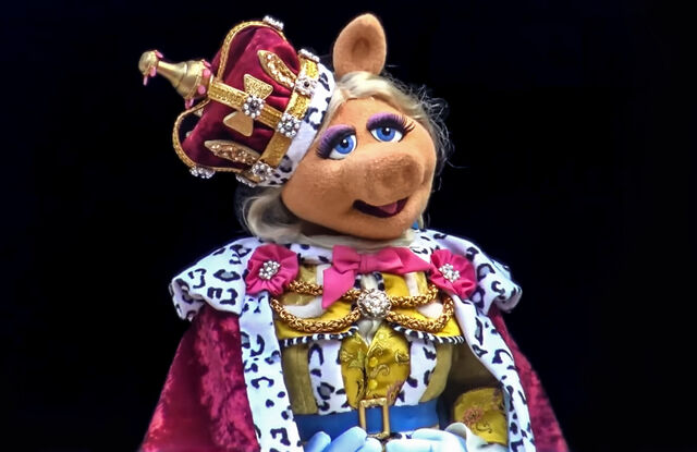 File:Piggy King George.jpg