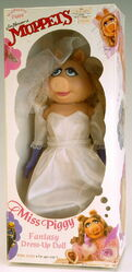 Direct connect 1989 wedding day miss piggy fantasy dress-up doll