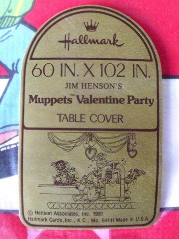 File:Hallmark 1981 valentines party tablecloth 2.jpg