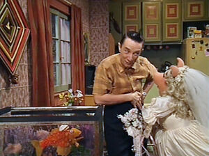 Miss Piggy marries Ed Grimley for money