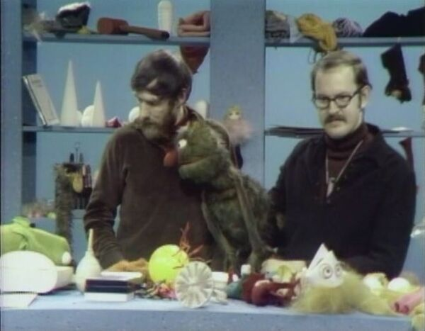 File:MuppetPuppetPlays07.jpg