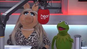 Kermit&Piggy--Heart-032714
