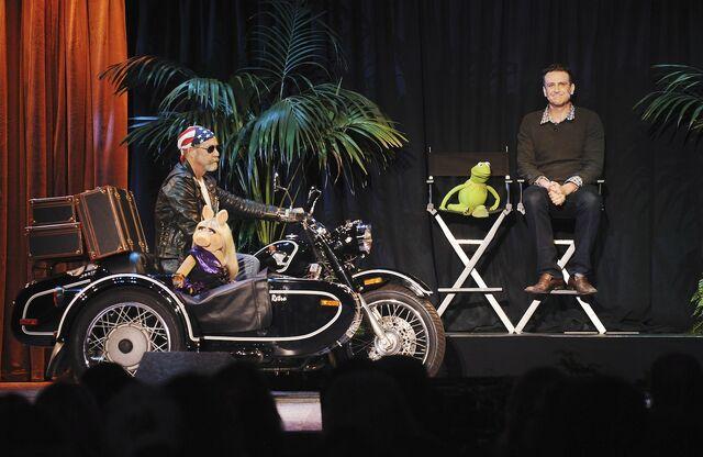 File:D23 2011 Segel Piggy Kermit motorcycle.jpg