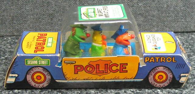 File:Child guidance muppet miniatures sesame pvc police car 1.jpg