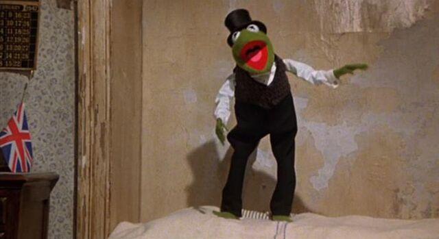 File:Kermit's extra arm.jpg