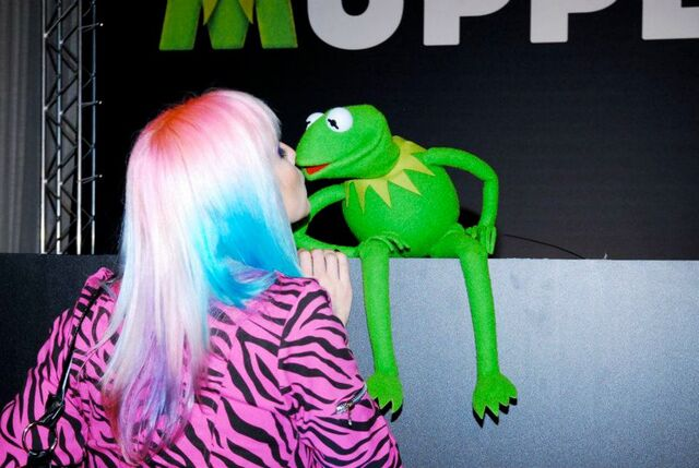 File:Kiss-marimoon.jpg