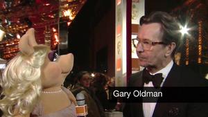 BAFTA-Awards-2012-MissPiggy&GaryOldman
