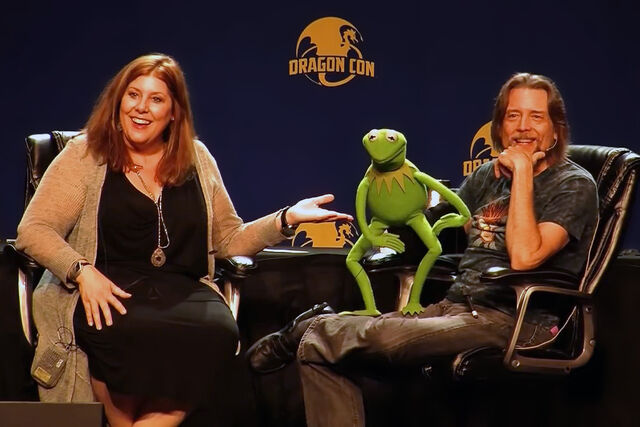 File:Debbie McClellan and Steve Whitmire at DragonCon 2015.jpg