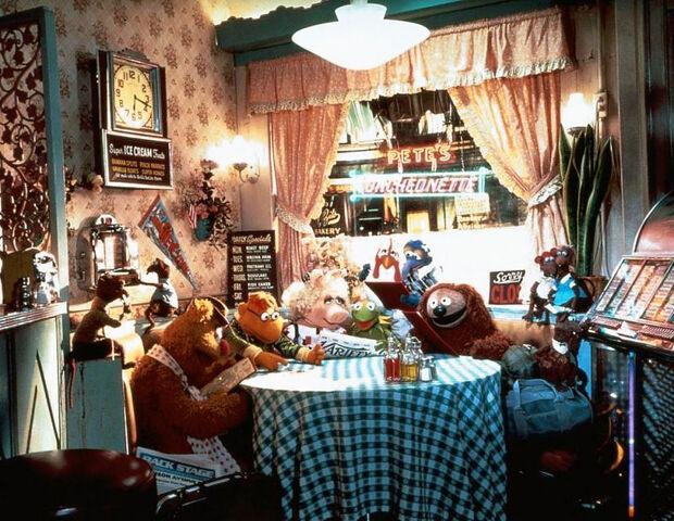 File:TMTM-PetesLuncheonette-Diner.jpg