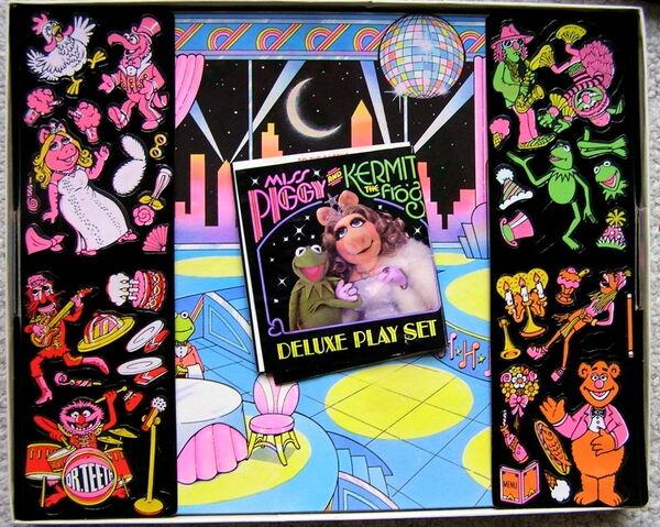 File:Colorforms 1981 kermit piggy dream date play set 5.jpg
