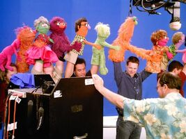 Elmo'sWorld-Conga-BTS