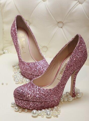 File:Miss-Piggy-Pink-Glitter-Heels.jpg