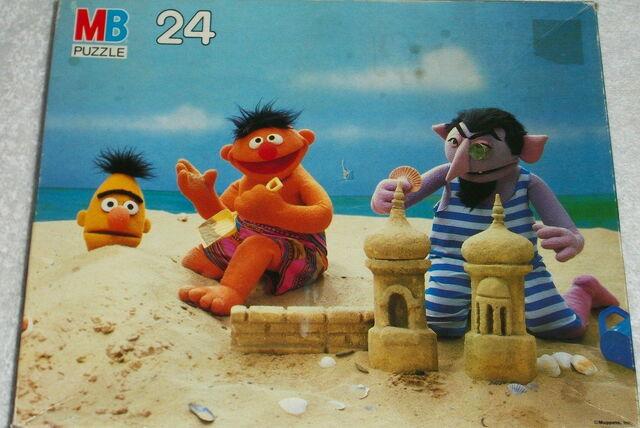 File:Milton bradley 1985 puzzle beach.jpg