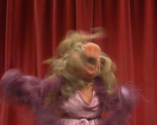 File:Piggy-yaaaay.jpg