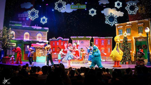 File:Universal studios singapore 2014 sesame street saves christmas 10.jpg