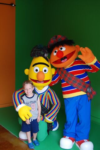 File:Bert&Ernie-Walk-Arounds-2009.jpg