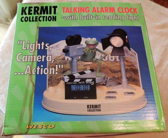 File:Weco uk alarm clock kermit collection talking lights camera action 3.jpg