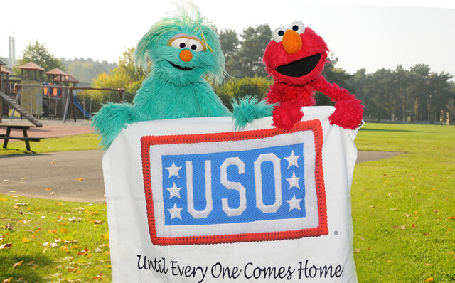 File:USO-Elmo&RositaEducationTour-Germany2010-Sesame 1.jpg