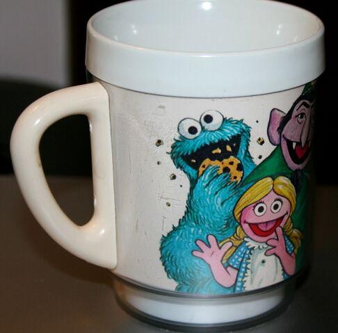 File:Dawn 1978 joe mathieu plastic sesame cup 4.jpg