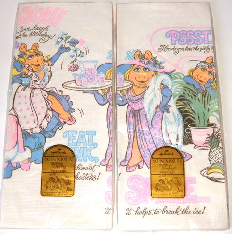 File:11 hallmark 1981 The Divine Miss Piggy party tablecloth 3.jpg