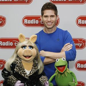 File:041012 02 MuppetsRadioDisney video feature.jpg