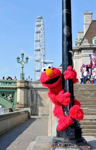 File:Elmo London 3.jpg