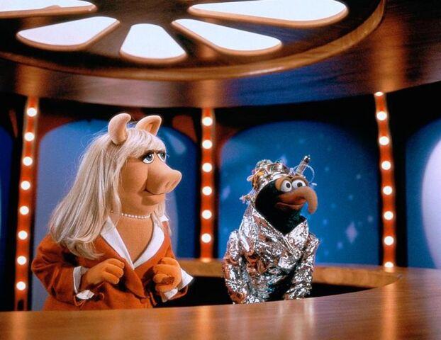 File:MuppetsFromSpace-UFO-Mania.jpg