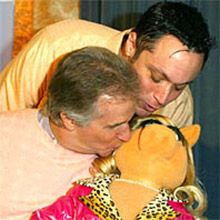 File:Winkler Kiss.jpg