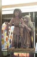 Jen-and-Kira-Statue