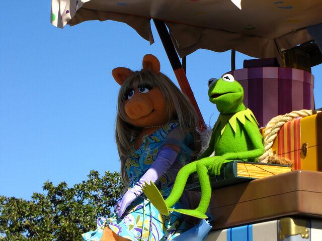 File:Voluntears Cavalcade puppets.jpg