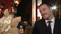 BAFTA-Awards-2012-MissPiggy&MichaelFassbender