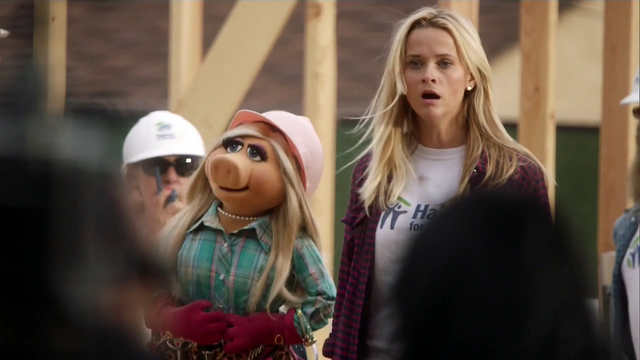 File:TheMuppets-S01E05-Piggy&Reese-Oops.png