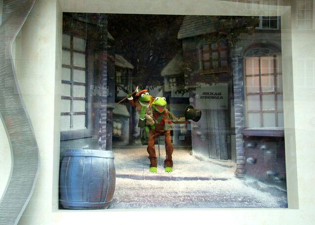File:Selfridges 2004 Kermit and Robin.jpg