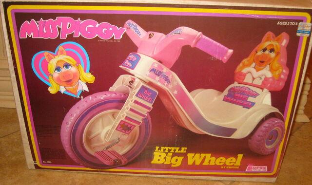 File:Miss piggy little big wheel.jpg