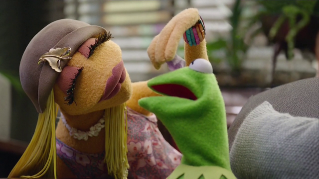 File:TheMuppets-S01E07-JaniceHealing.png