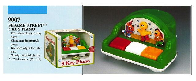 File:Illco 1992 preschool toys 3 key piano.jpg