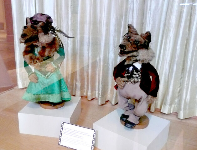 File:Foxes on display.jpg