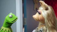 TheMuppets-S01E06-AwkwardKermit01