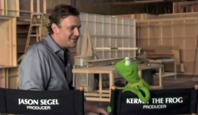 File:Kermit director chair sing to Amy Adams.jpg