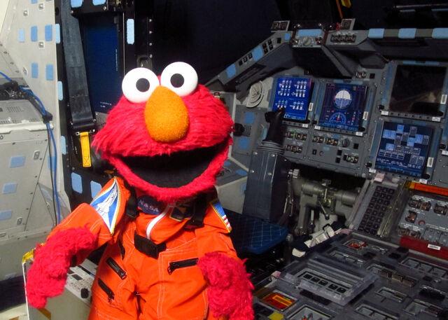 File:ElmoInsideaNASASpaceship.jpg
