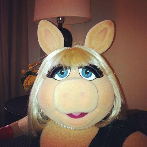 File:Instagram miss piggy.jpg