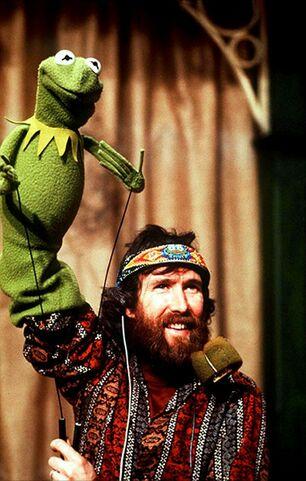 File:Performing Kermit copy.jpg