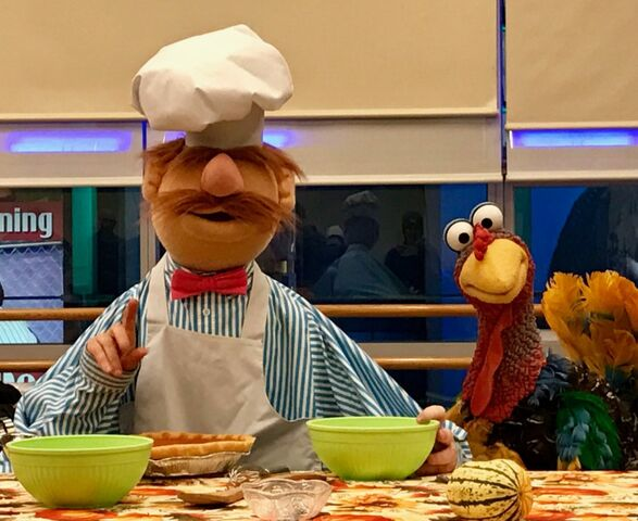 File:Macy's 2016 swedish chef turkey.jpg