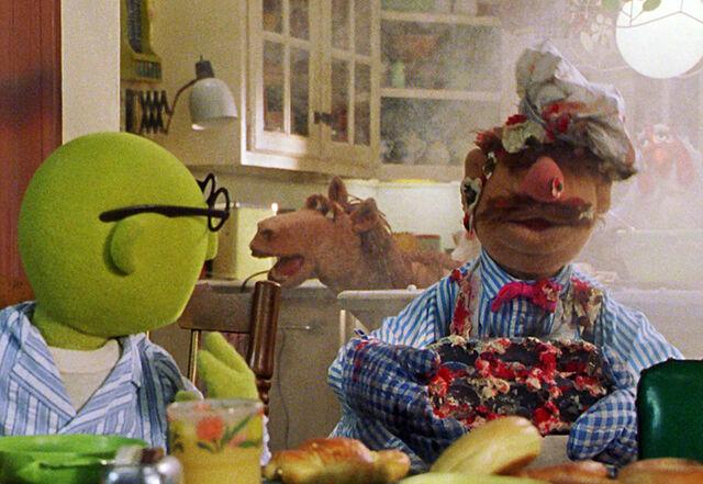 File:Horse Muppet boarding house.jpg