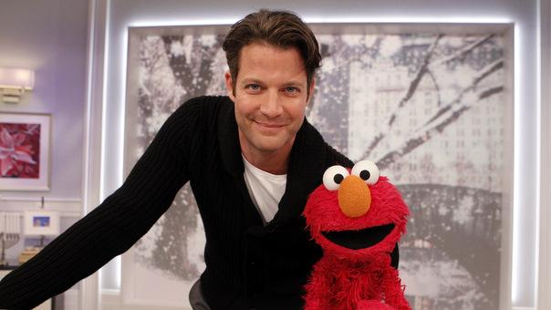 File:TheNateBerkusShow-Elmo-(2011-12-16).jpg