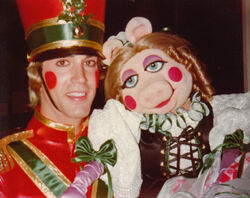 Mark Knowles with Miss Piggy-79