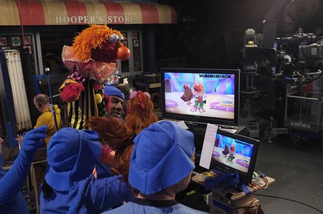 File:SesameStreet-BehindTheScenes-ElmoClown.jpg