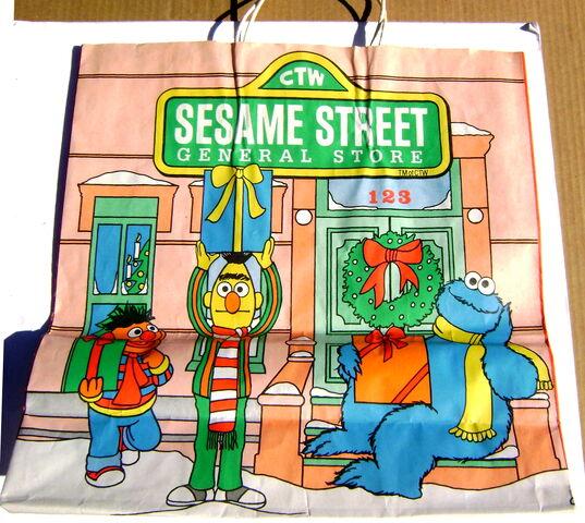 File:Sesame street general store christmas shopping bag ff.jpg