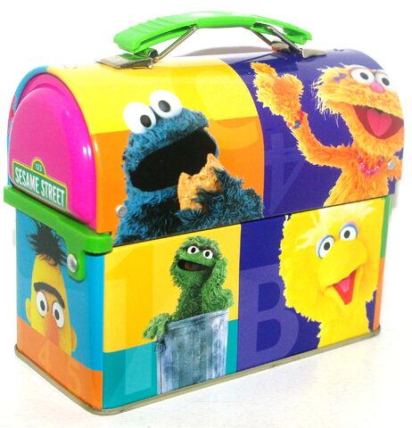 File:Msrf inc 2005 sesame tin lunchbox 3.jpg