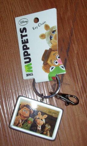File:Hanover accessories gang photo keychain.jpg